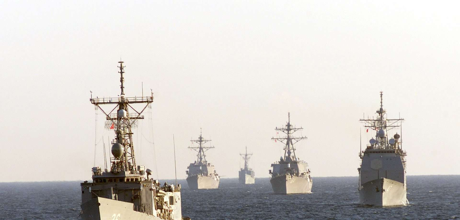 Navios militares